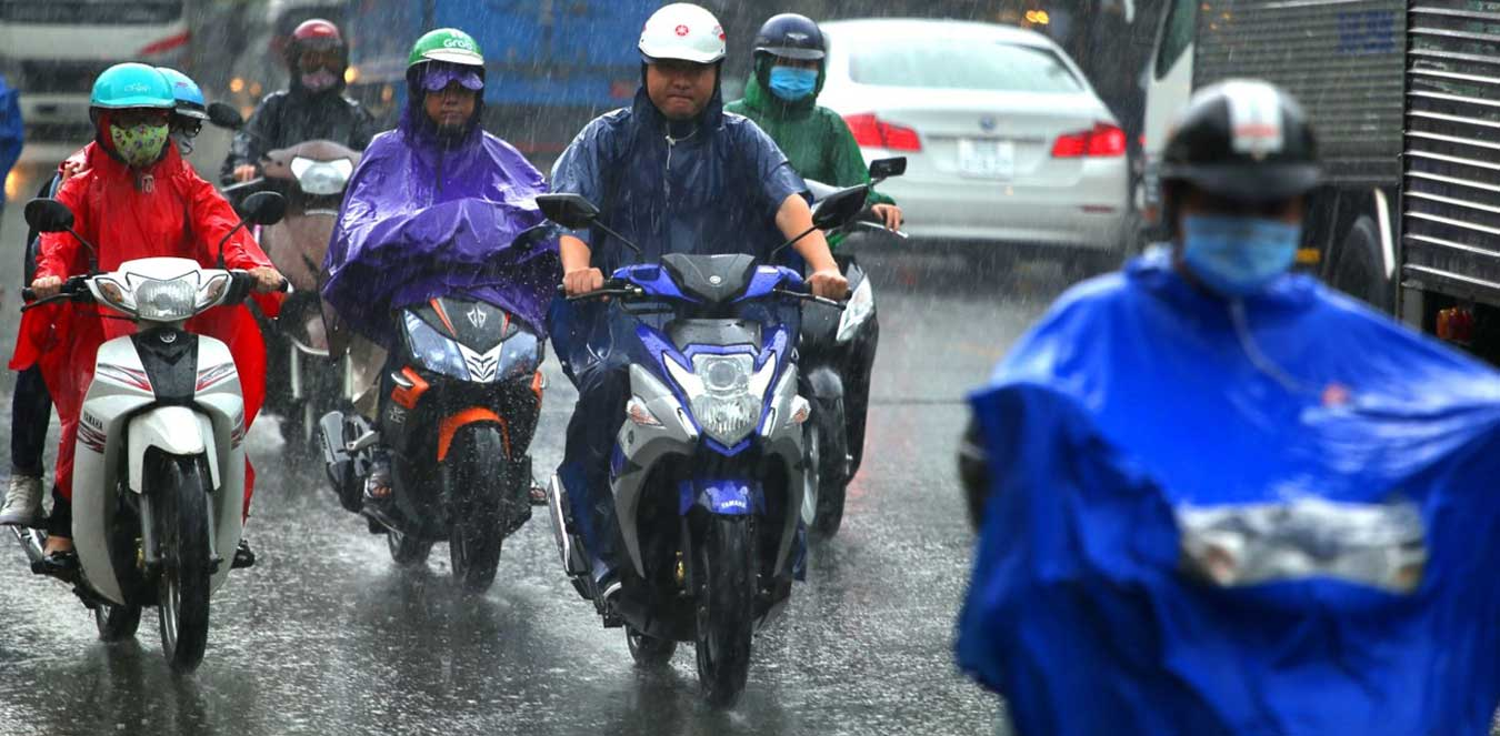 The choice of a raincoat that is safe and comfortable for motorists