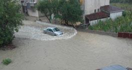 Hati-Hati Hujan Lokal yang Berpotensi Merendam Rumah dan Mobil
