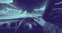 minum-alkohol-dan-bermain-smartphone-saat-berkendara-melanggar-hukum