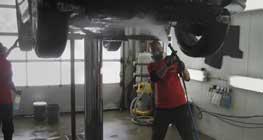 asuransi-menanggung-terjatuhnya-mobil-dari-cuci-mobil-hidraulik