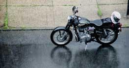 musim-hujan?-cari-aman-menunggangi-sepeda-motor