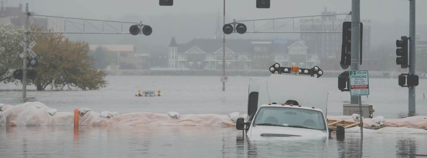 Kejutan Banjir Tahun Baru 1 Januari 2020 Yang Membuat Aktivitas Ekonomi Lumpuh